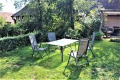 Terrasse mit Sitgruppe, Gartenlaube