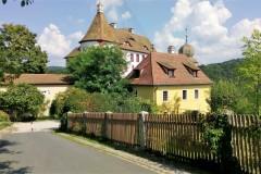 Blick in den Burghof mit Burgkirche der Burg Egloffstein